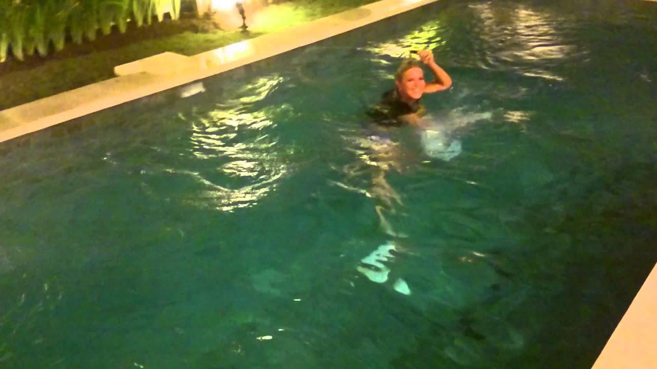 Юные лесбиянки в бассейне видео фото 218-269