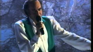 Watch Neil Diamond The Christmas Song video