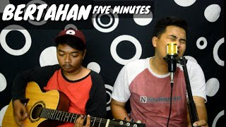 Download lagu BERTAHAN - FIVE MINUTES Acoustic Cover by Cheung ft Emon | M2C STUDIO