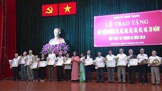 TP. HCM trao Huy hiệu Đảng cho 2.402 đảng viên tròn tuổi Đảng nhân kỷ niệm 88 năm thành lập Đảng