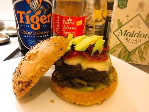 Cheeseburger With Tomatoes, Jalapeño & Avocado - The Punkrock-Kitchen (even Punks have a good taste)