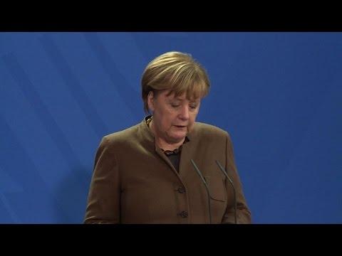 Merkel, Hollande back extended Russia sanctions over Ukraine