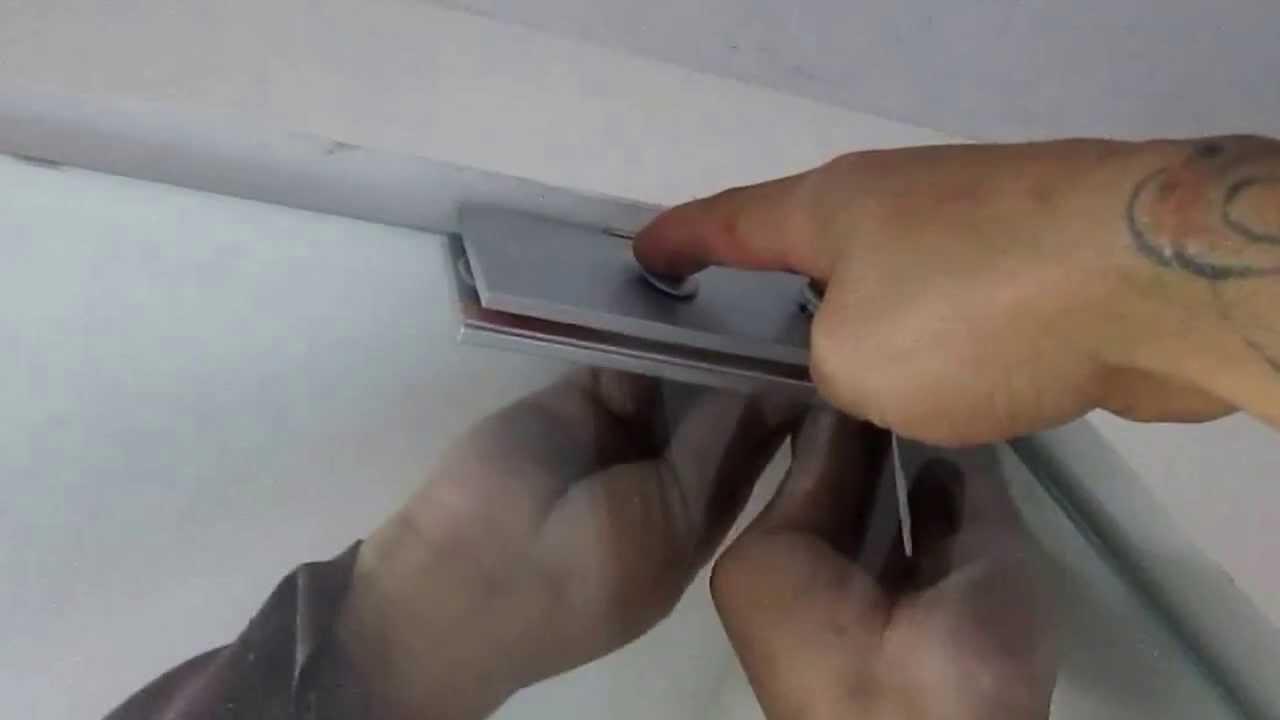 Cómo instalar una puerta de vidrio templado - YouTube