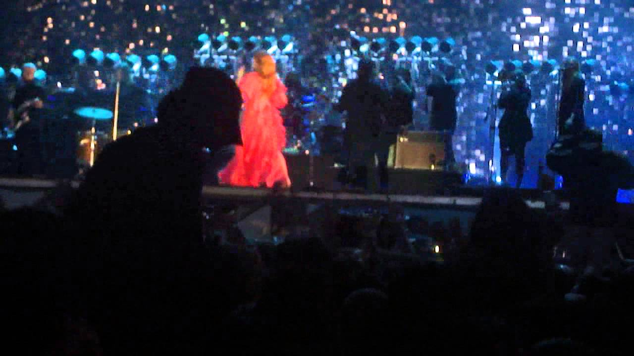 florence-the-machine-how-big-bow-blue-how-beautiful-argentina-johanna-aguilera