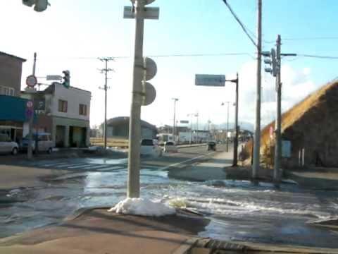 えりも町に津波到達 3 - YouTube