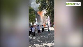Пять пожарных расчетов тушат кафе в Оше