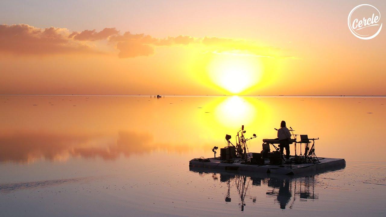 FKJ live at Salar de Uyuni in Bolivia for Cercle