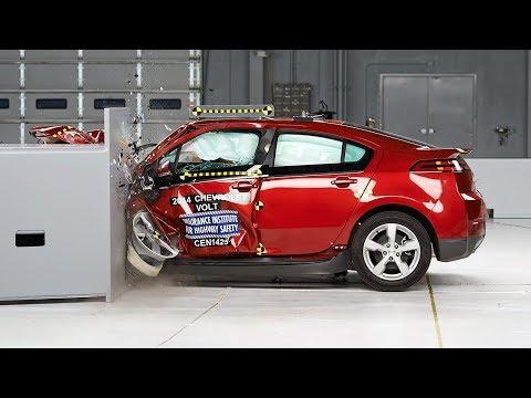 2014 Chevrolet Volt small overlap IIHS crash test