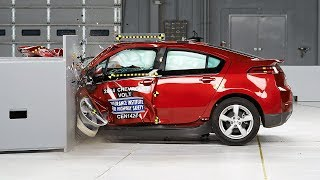 2014 Chevrolet Volt small overlap IIHS crash test