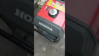 видео Бензогенератор инверторный Honda EU70iS