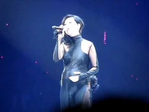 楊千嬅 - 可惜我是水瓶座+勇 14.2.2012 黃偉文作品展 Concert YY - YouTube