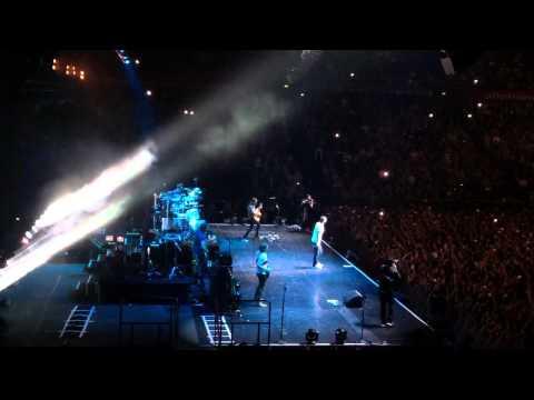 Adam Levine Maroon5 Ft. R.City - Locked Away (Allphones Arena Sydney) 29/09/2015