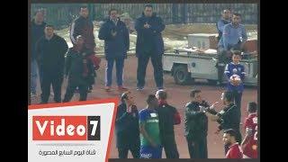 انفعال البدرى وعبد الحفيظ علي حكم مباراة المقاصة بسبب انذار عبدالله السعيد