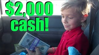💵9 YEAR OLD KID HOLDS $2,000 CASH FOR THE FIRST TIME💸! DYCHES FAM