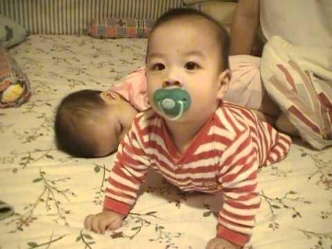 Twins Express - Nathan Doing Push-up X Naomi Smelling His Bum... (24 October 2011)