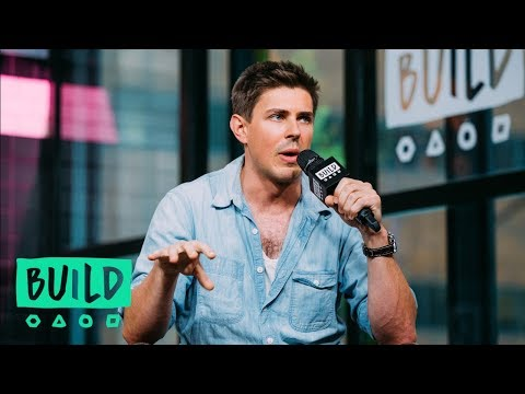 Chris Lowell Loves The Refreshing Take On Misogyny And Gender Roles In Netflix's