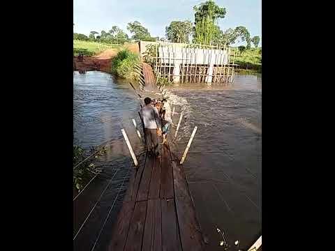 Por incompetência do Secretário Clayton Noleto, pessoas estão arriscando suas vidas para atravessar o Rio Flores!!!