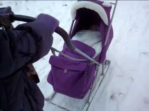 Детская коляска — ручное колёсное устройство для катания и прогулки маленьких детей. Положение ребёнка в коляске (сидя или лёжа) зависит от её типа и возраста ребёнка. Содержание. [скрыть]. 1 этимология; 2 история; 3 классификация; 4 дополнительные функциональность и аксессуары; 5 см.