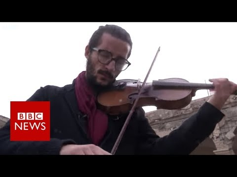 Young Iraqis trying to rebuild Mosul - BBC News