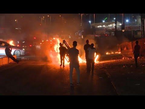شاهد: اشتباكات ليلية بين الشرطة الإسرائيلية ومتظاهرين فلسطينيين في القدس…  - 22:58-2021 / 5 / 11