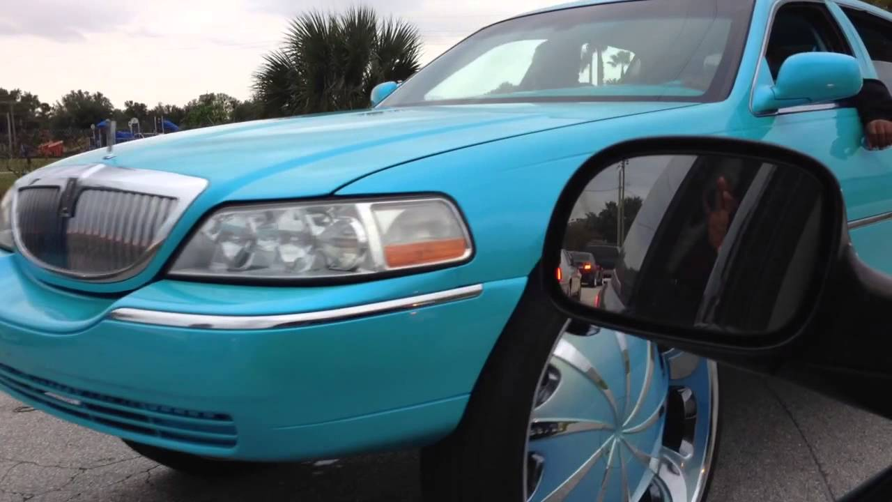 Box Chevy On 30s Town Car On 32s Youtube