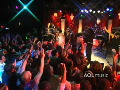Nelly Furtado - Maneater (Live at the Roxy)