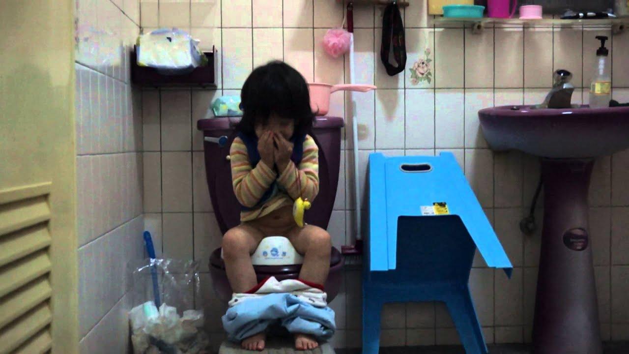 2012-12-24-120143-除了擦屁股,融融開始會自理上廁所便便(2Y11M)