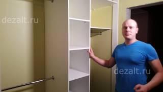 Встроенные шкафы под распашные двери.
