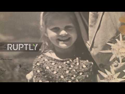 USA: 'Strange' photo of Hitler hugging Jewish girl goes up for auction