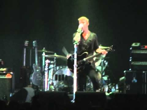 Queens of the Stone Age - Suture Up Your Future (live in Paris, 2008)
