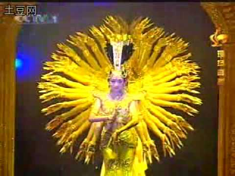 The bewitching performance of Thousand-hand Bodhisattva dance《千手观音》