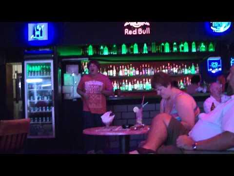 Kiss Bar Side