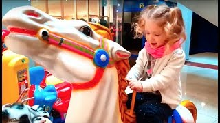 Horse Riding For Kids ! Fun PlayArea ,Niños Montando en Caballo !