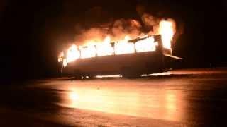 Революция. Украина: На Черкащине восставшие сожгли автобус, перевозивший