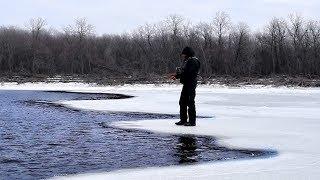 Самогубець на льоду зі спінінгом!