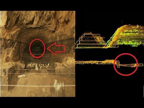 Arqueólogo se adentra en pirámide y mira lo que descubre...