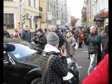 Митинг против коррупции прошел в Тюмени в Комсомольском сквере