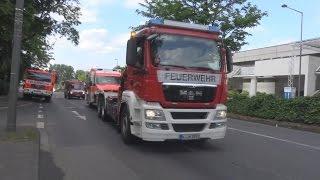 WLF 5-1 BF Köln schleppt RTW 1 MHD Engelskirchen bei Evakuierung am 27.05.2015 ab