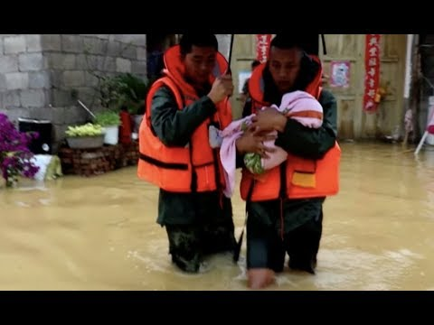 Heavy Rain Causes Geological Disasters, Traps People in Southwest China