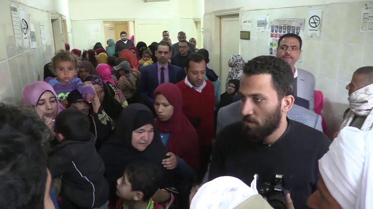 دكتور احمد عزيز رئيس جامعة سوهاج يتفقد قافلة طبيه بمركز المراغة