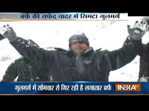 Jammu & Kashmir: Tourists Enjoy Snowfall at Gulmarg