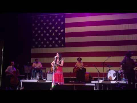 """Kacey Musgraves - """"Butterflies"""" 7/4/17 Willie Nelson's 4th of July Picnic"""