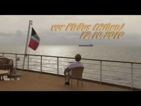 Das Ende einer Kreuzfahrt - MS Delphin Voyager vor Piräus (Griechenland)
