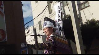 三嶋大社境内で出陣式が終わった後、馬に乗った頼朝公役の前川泰之さん...