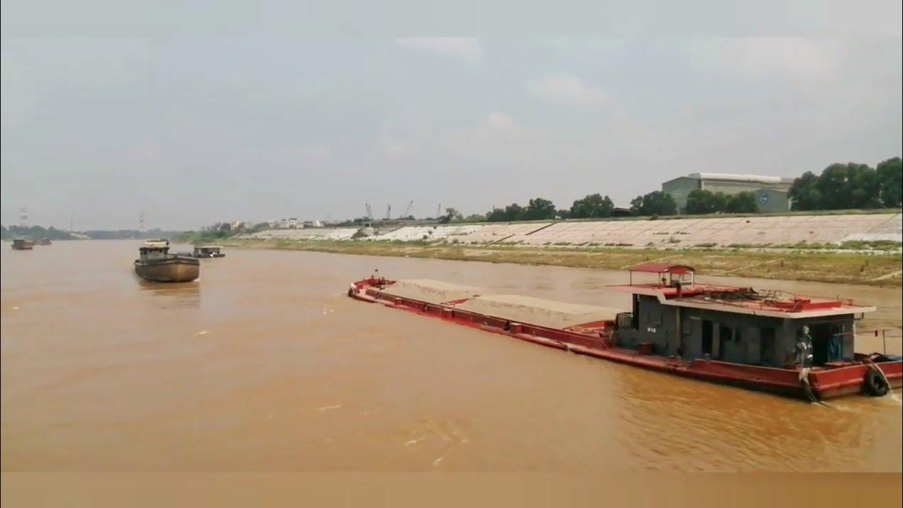 Những tàu vận tải vượt qua cống đi lam. vlogs trang ha