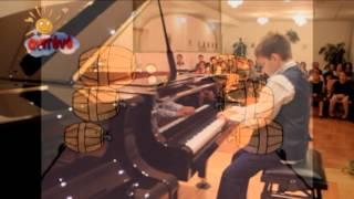 Fülöp Beni zongorázik Tanára Sármai József Thumbnail