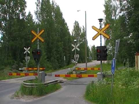 "Finnish museum train Dm7 ""Lättähattu"" passed Eerola level crossing"