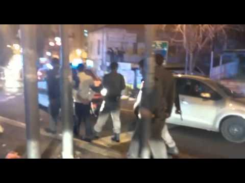 מעצר מפגין בהפגנה בכיכר השבת נגד מעצר בני ישיבה שמוגדרים 'עריקים'