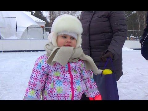 Алиса и Лёва бесятся в саду Прикольное видео