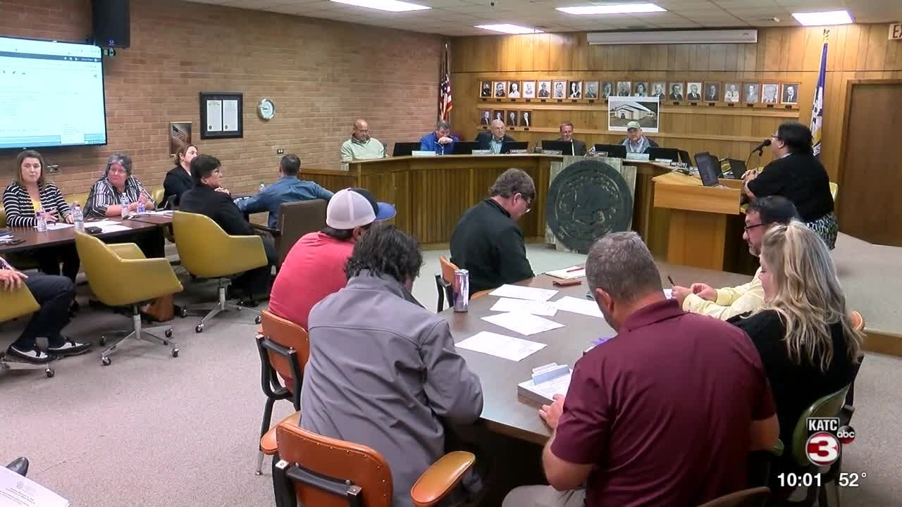 Four Vermilion Parish School Board members walk out of committee meeting